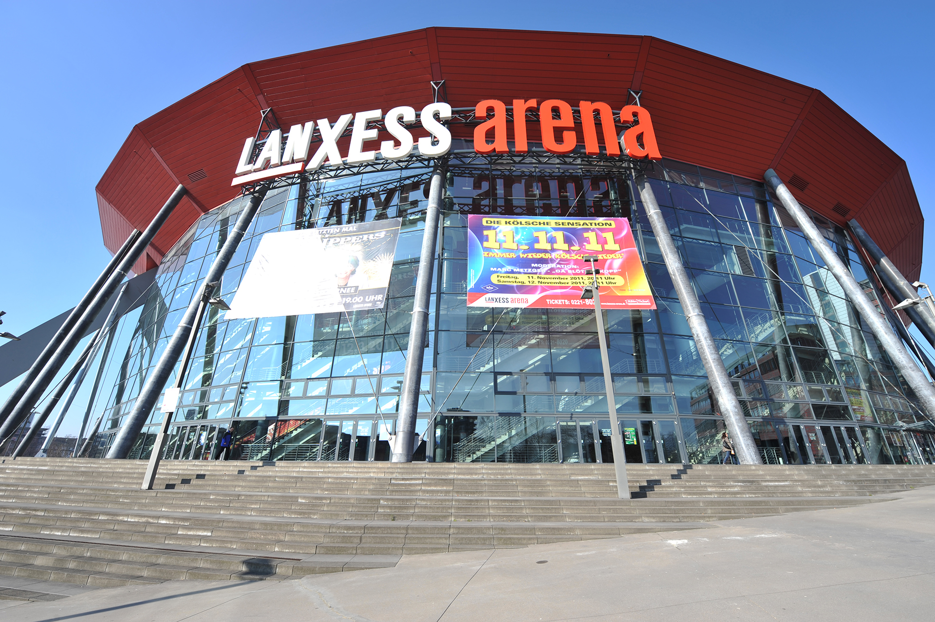 Lanxess Arena - 2min away